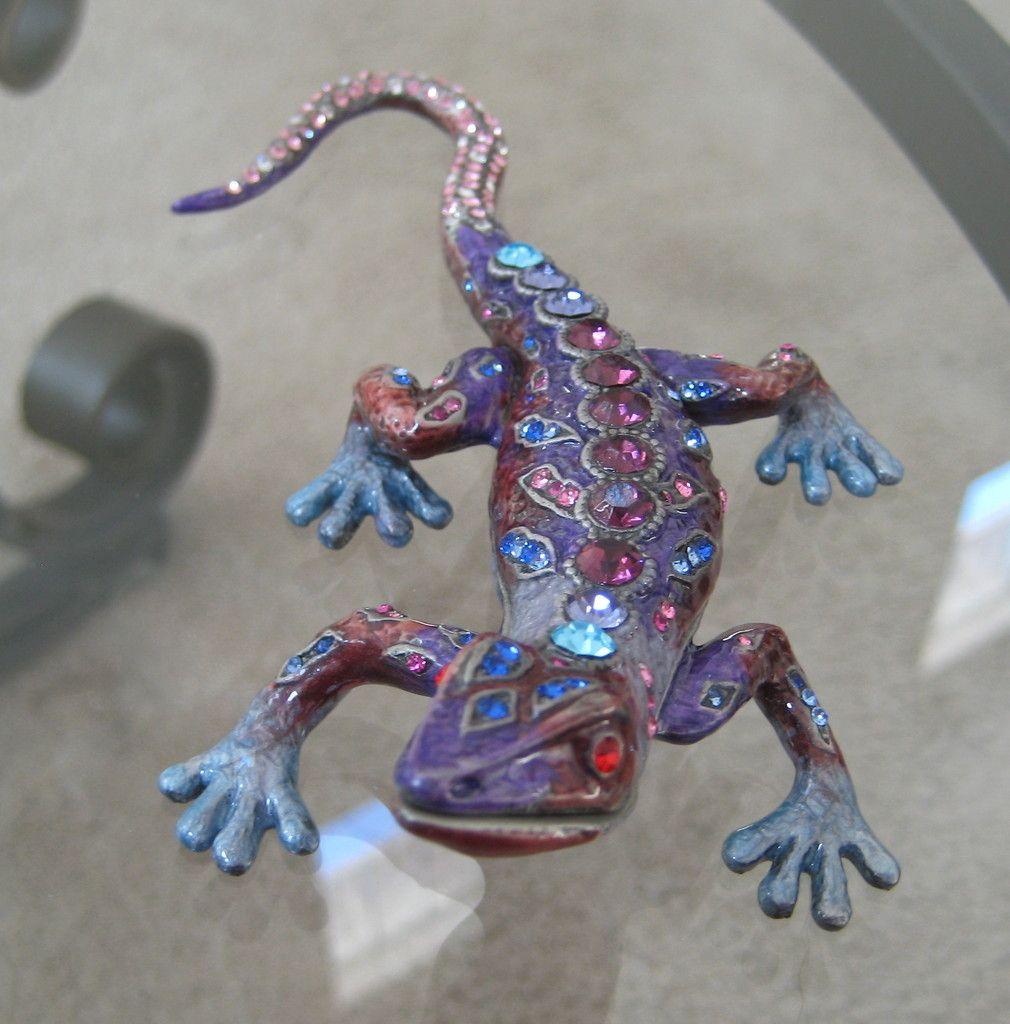 Gecko Lizard Trinket Box made with Swarovski Crystal Rhinestones