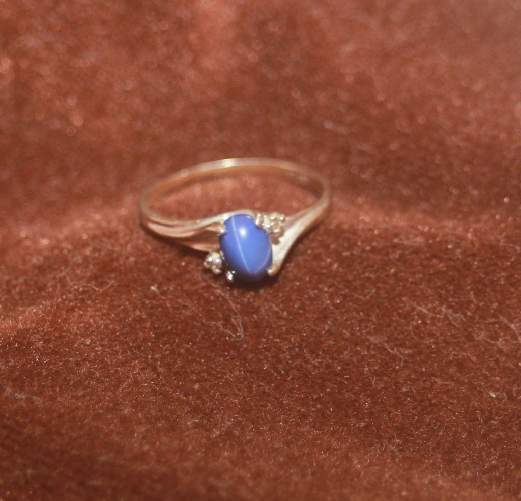Vtg Ladys 10K White Gold Blue Star Sapphire Cab Ring 2 Diamond Chips