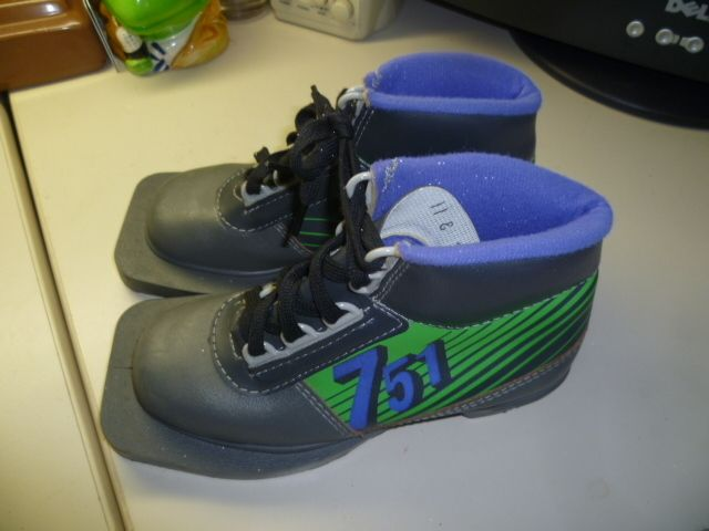 Cross Country Ski Boots 3 Pin Size Youth 11