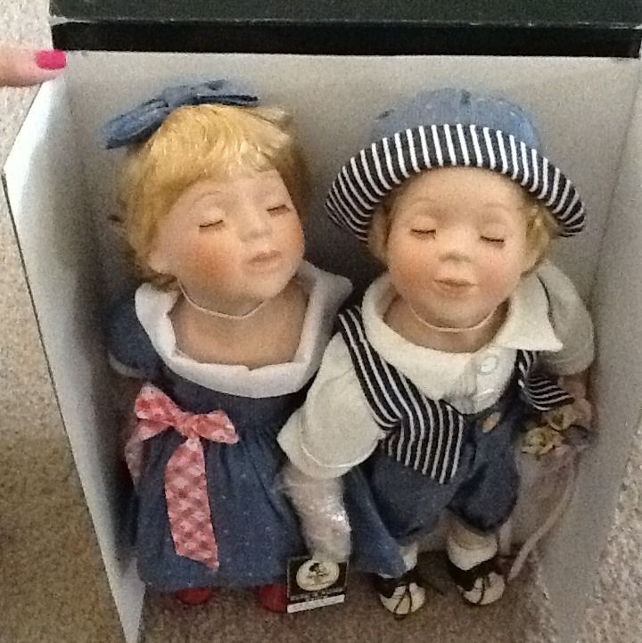 Geppeddo Porcelain Dolls Kyle and Katie Kissing