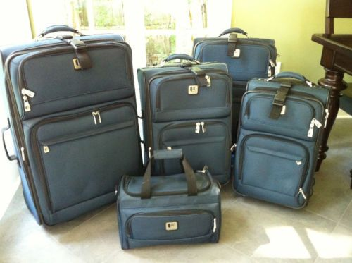 Kenneth Cole Reaction 4 Piece Luggage Set
